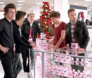 """Les One Direction dans une pub délirante pour le parfum """"Our Moment"""""""