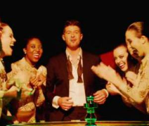 Robin Thicke dans le clip de Feel Good