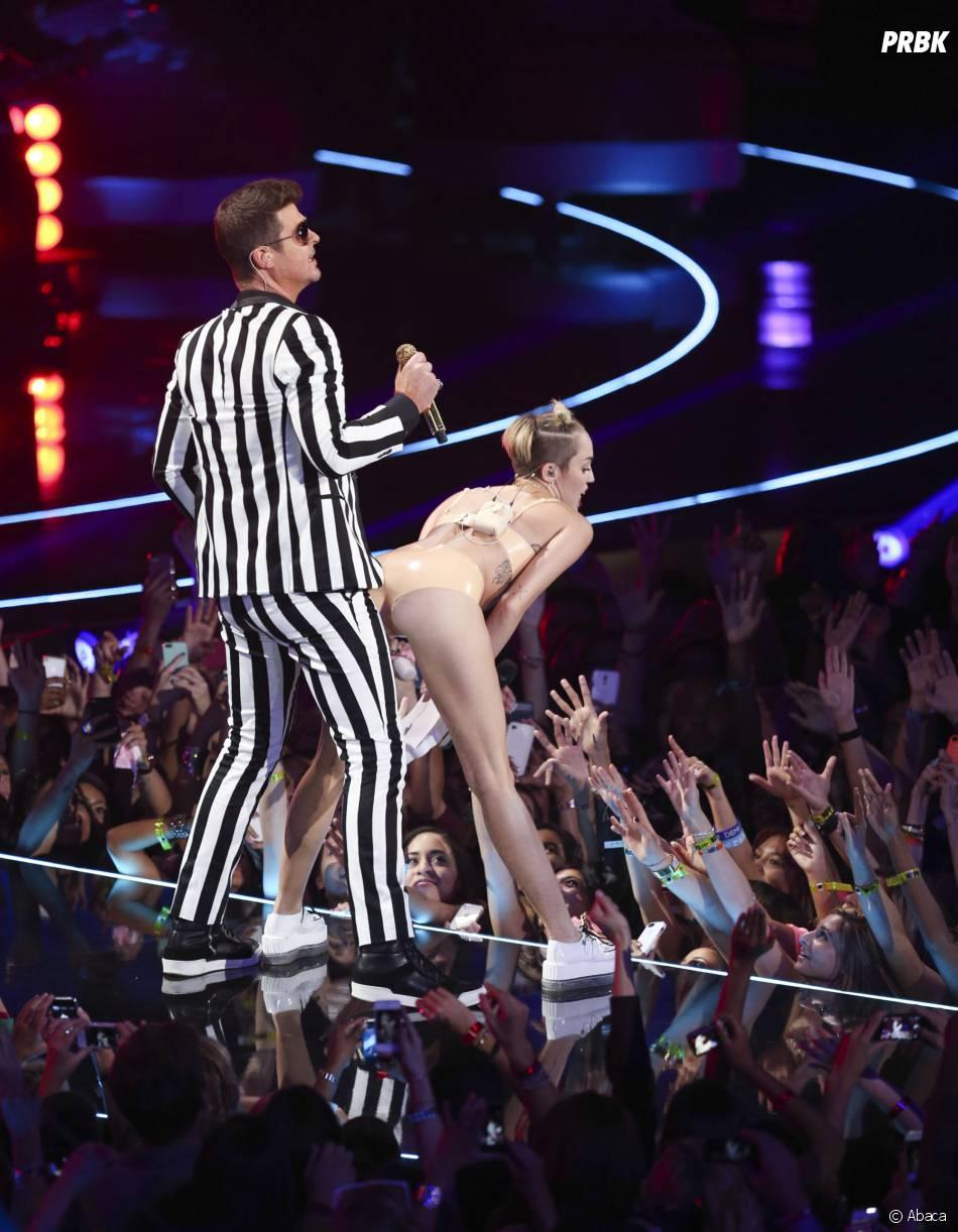 Robin Thicke et Miley Cyrus : twerk collé-serré sur la scène des MTV VMA, le 25 août 2013