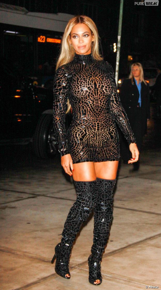 Beyoncé très sexy pour fêter la sortie de son nouvel album à New York le 21 décembre 2013