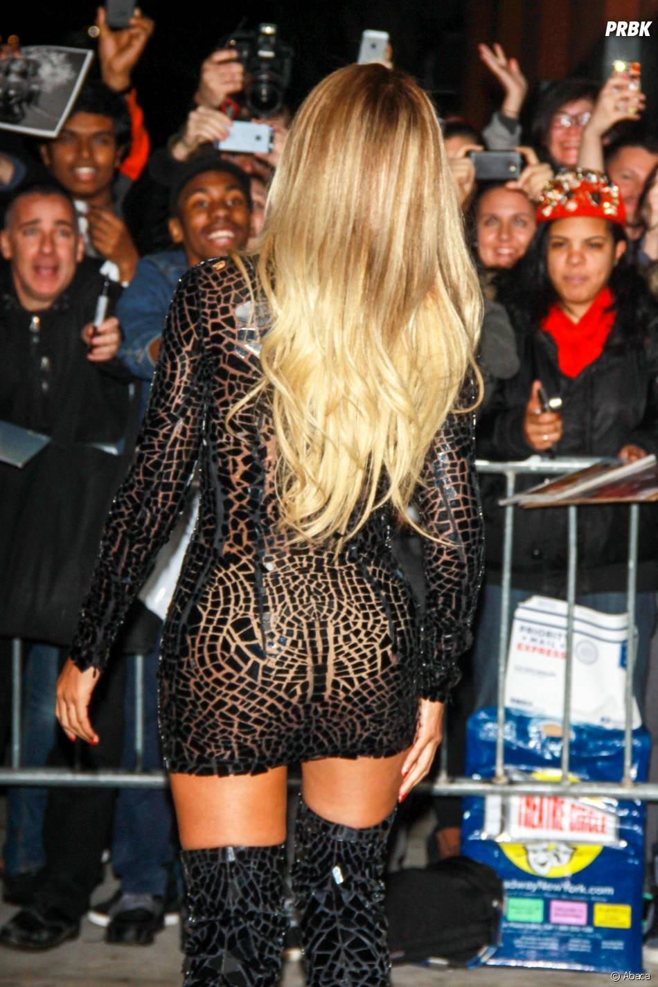 Beyoncé en mini-robe pour fêter la sortie de son nouvel album à New York le 21 décembre 2013