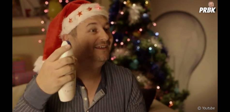 """Cauet : Noël, le premier épisode de sa web série """"Parle à ma main"""""""