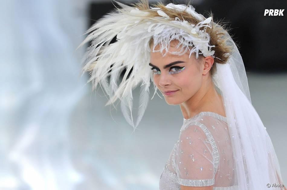 Cara Delevingne en mariée lors du défilé Chanel pour la Fashion Week de Paris le 21 janvier 2014
