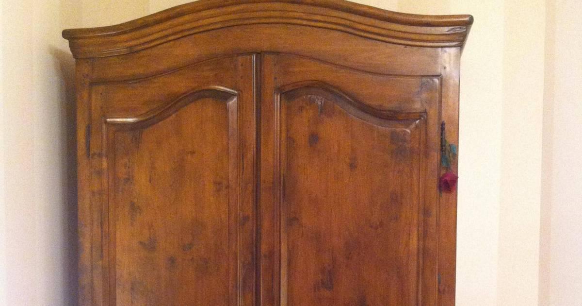 insolite vous ne devinerez jamais ce qui se cache dans cette armoire. Black Bedroom Furniture Sets. Home Design Ideas