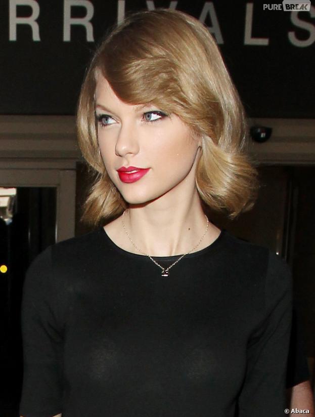Taylor Swift et son nouveau carré court, à l'aéroport de Los Angeles, le 12 février 2014