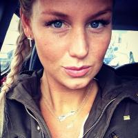 Aurélie Van Daelen accro aux UV ? La photo qui fait marrer sur Instagram