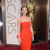Jennifer Lawrence : nouvelle chute et collier hors de prix aux Oscars 2014