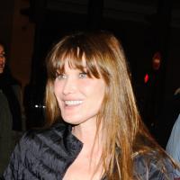 """Carla Bruni à l'Olympia : """"Quelqu'un m'a dit... qu'on nous écoute"""""""