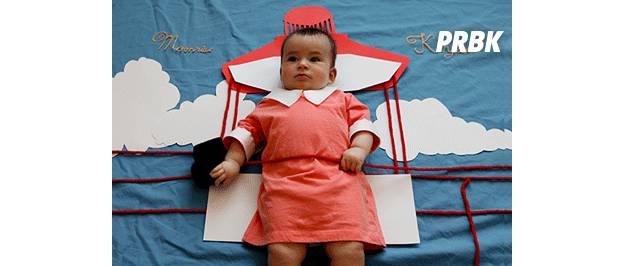 Bébé déguisé en personnage de série TV gif animé