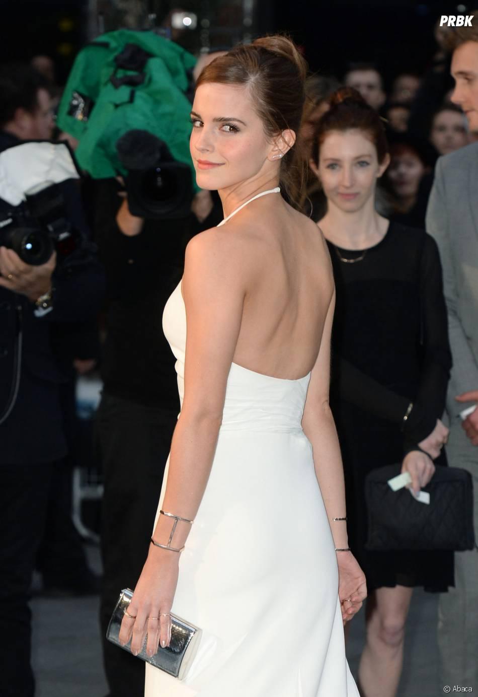 Emma Watson dos nu sur le tapis rouge de Noé, le 31 mars 2014 à Londres