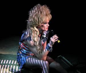 Neil Patrick Harris surprenant en drag queen dans la comédie musicale Hedwig and the Angry inch au Belasco Theater de New York, le 31 mars 2014