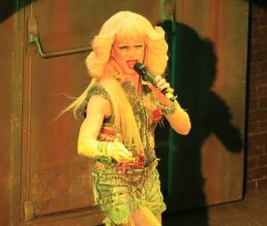 Neil Patrick Harris étonnant en drag queen dans la comédie musicale Hedwig and the Angry inch au Belasco Theater de New York, le 31 mars 2014