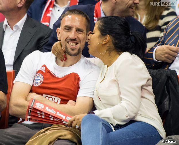 Franck Ribéry et sa femme Wahiba : complices et câlins lors du match de basketball FC Bayern Munich - Maccabi Tel Aviv, le 3 avril 2014