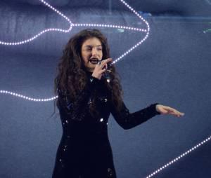 Lorde donne de la voix sur la scène des Brit Awards 2014