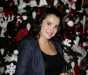 Isabelle Vitari enceinte et épanouie en novembre 2013 au musée Grévin