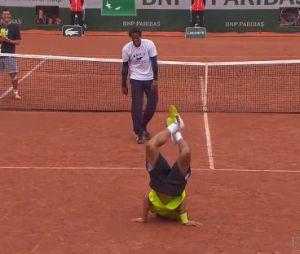 Roland Garros 2014 : Gaël Monfils lors d'une Battle de folie face à Laurent Lokoli