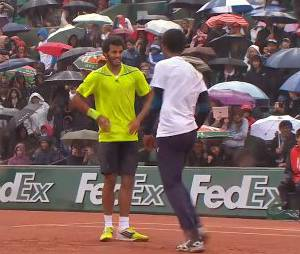 Roland Garros 2014 : Gaël Monfils danse face à Laurent Lokoli