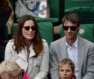 Zoé Félix derrière Karin Viard au tournoi de Roland-Garros, le 28 mai 2014 à Paris