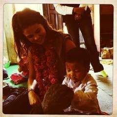 Selena Gomez : généreuse et souriante au Népal pour la bonne cause