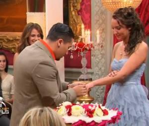 Qui veut épouser mon fils 3 : Jacky demande la main de Carmela pendant la finale