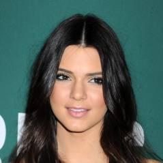 Kendall Jenner en robe ultra fendue et sans culotte sur le tapis rouge des MMVA