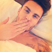 Baptiste Giabiconi : torse nu, en voiture... : best-of de ses meilleurs selfies