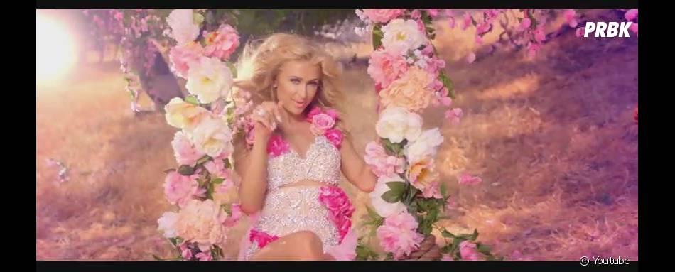 Paris Hilton : Come Alive, le clip avec des fleurs par milliers