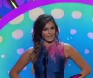 Nina Dobrev et Kellan Lutz gardent leurs distances sur la scène des Teen Choice Awards 2014