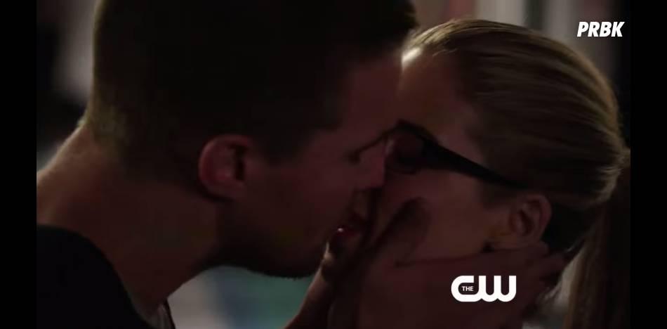 Arrow saison 3 : premier baiser entre Oliver et Felicity