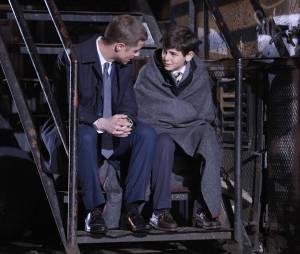 Gotham : Jim Gordon et Bruce Wayne sur une photo