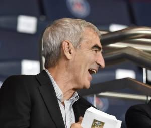 Raymond Domenech savoure le match PSG-Barcelone au Parc des Princes