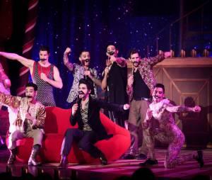 La troupe de Love Circus à la première, le 28 octobre 2014, aux Folies Bergères