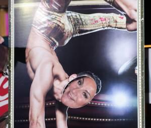 Marianne James dans la peau d'un acrobate à la première de Love Circus, le 28 octobre 2014, aux Folies Bergères