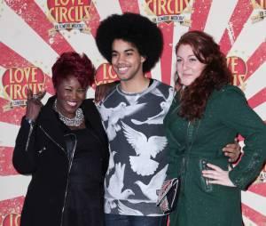 Stacy King, Gwendal et Juliette Moraine de The Voice 3 à la première de Love Circus, le 28 octobre 2014, aux Folies Bergères
