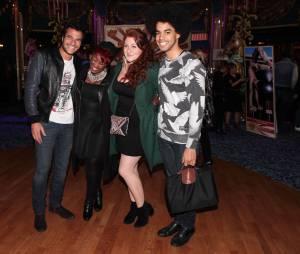 Amir, Stacy King, Juliette Moraine et Gwendal souriant à la première de Love Circus, le 28 octobre 2014, aux Folies Bergères