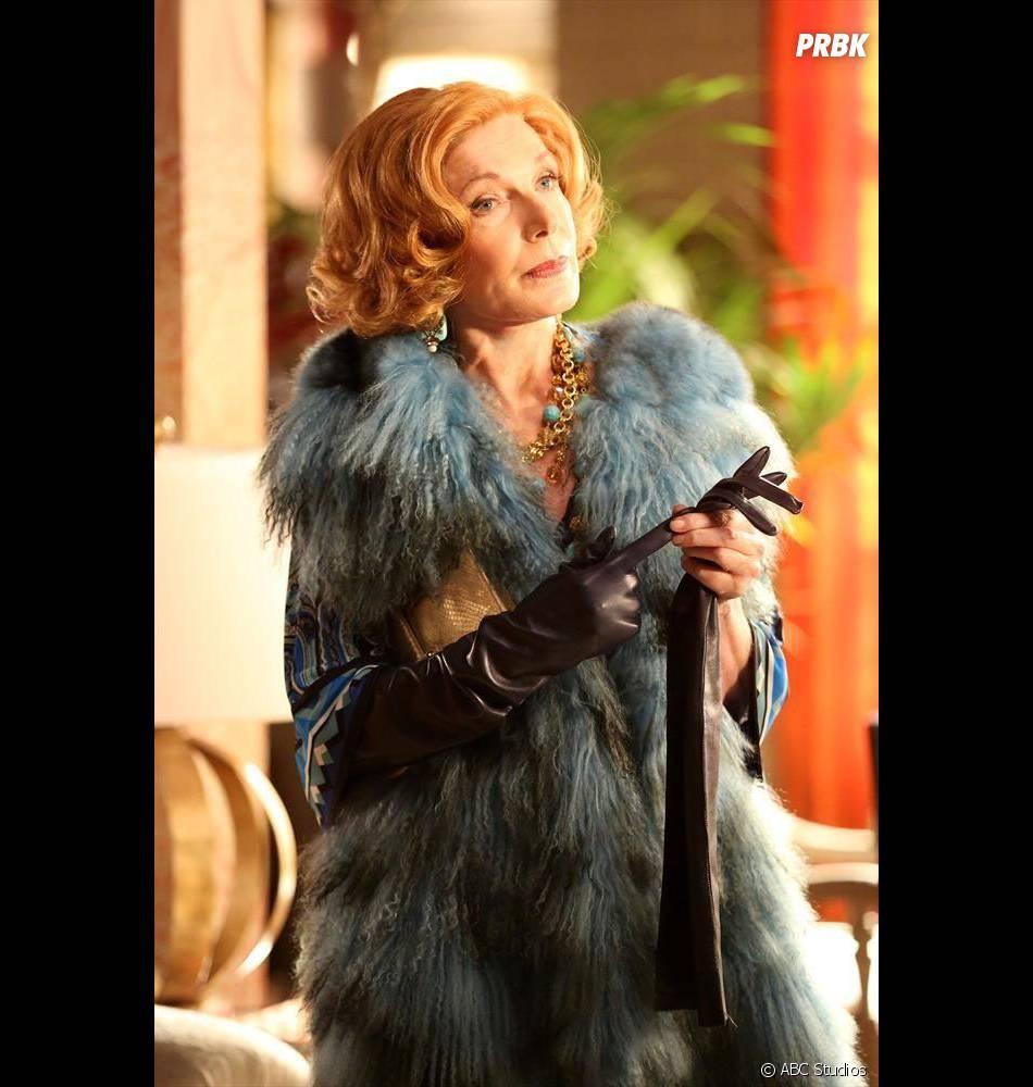 Castle saison 7, épisode 6 : Susan Sullivan sur une photo