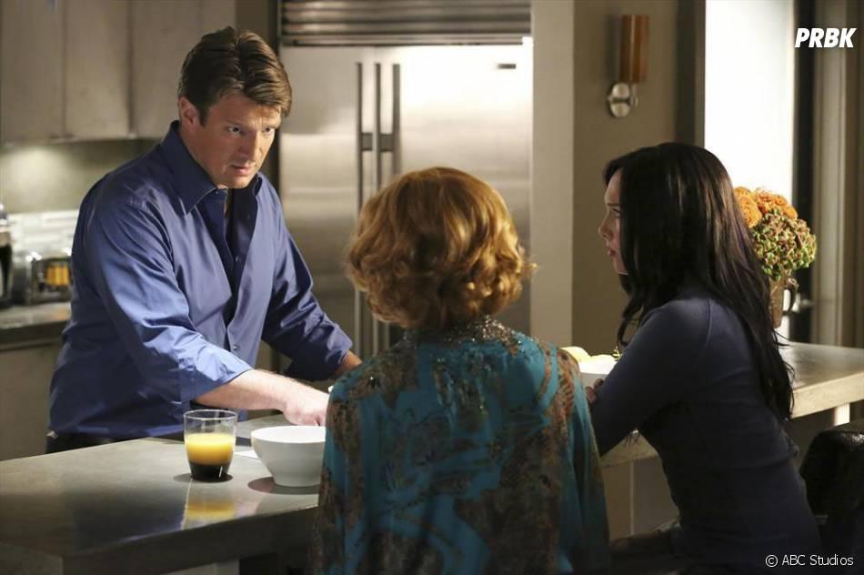 Castle saison 7, épisode 6 : Rick face à Martha et Alexis sur une photo