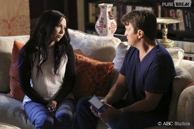 Castle saison 7, épisode 6 : Molly Quinn brune et Nathan Fillion sur une photo