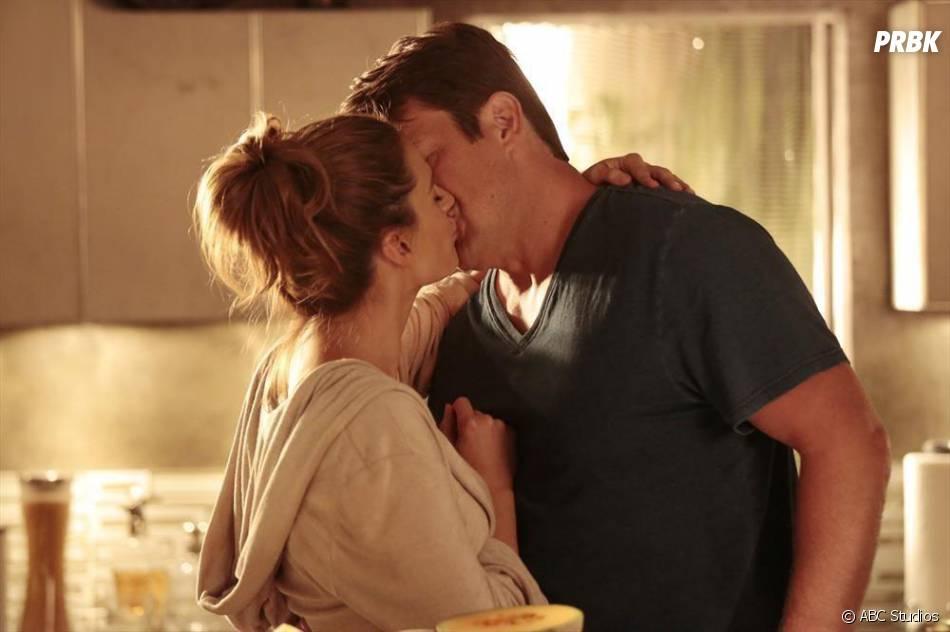 Castle saison 7, épisode 6 : Nathan Fillion et Stana Katic sur une photo