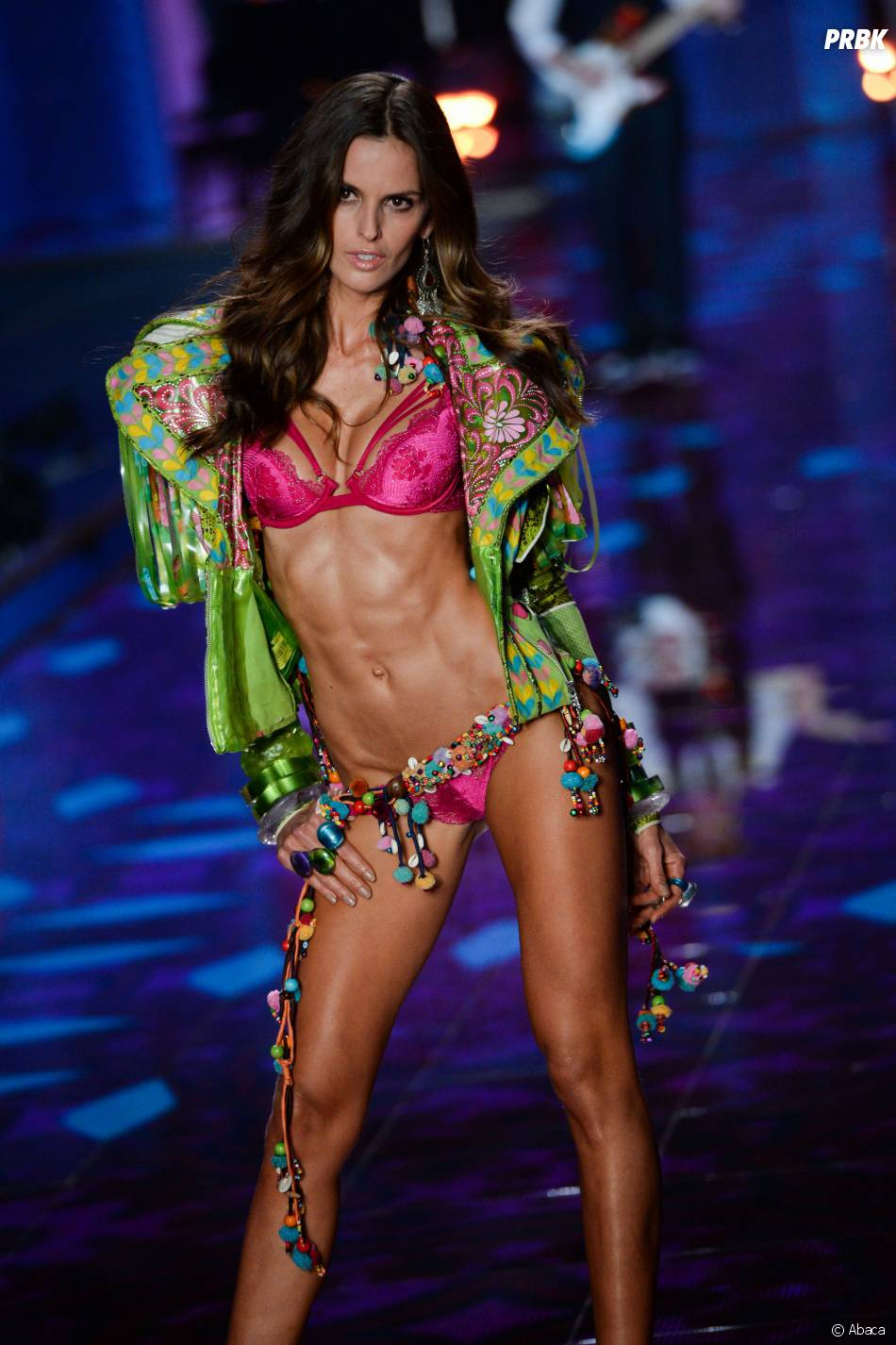 izabel goulart au d fil victoria 39 s secret 2014. Black Bedroom Furniture Sets. Home Design Ideas