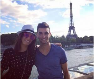 Javier Pastore et sa copine Chiara Picone prennent la pose devant la tour Eiffel