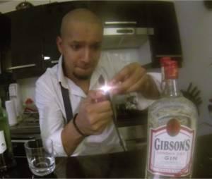 Waly Dia alias Jeffrey dans le clip de Soprano n'en peut plus de mettre des glaçons !