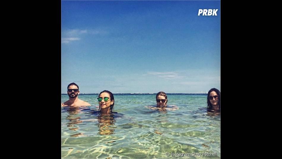 Shay Mitchell et ses amis se baignent à Bali
