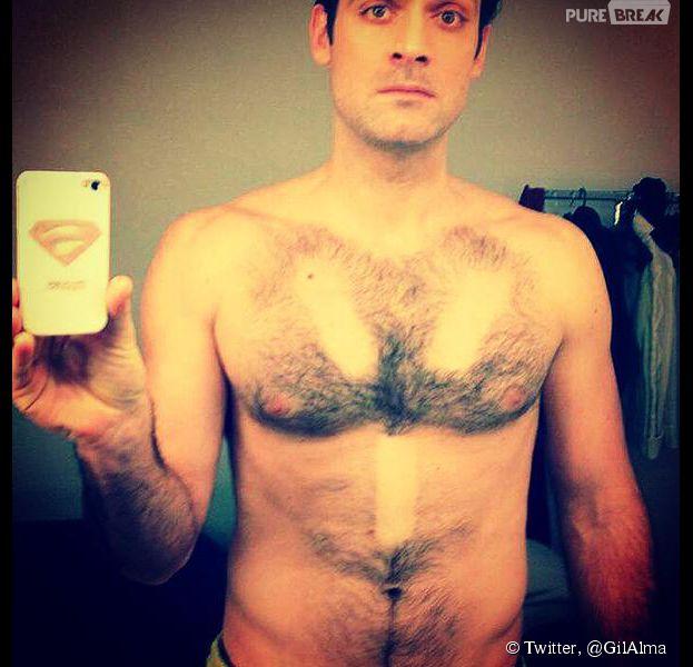 Gil Alma : torse nu et poilu sur Twitter, le 14 février 2015