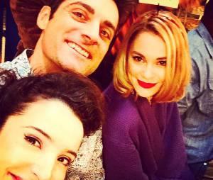 Gil Alma avec Isabelle Vitari et Joy Esther sur le tournage de Nos Chers Voisins