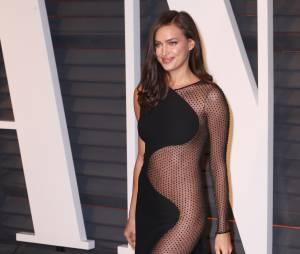 Irina Shayk sexy et transparente à la soirée Vanity Fair des Oscars 2015, le 22 février 2015 à Los Angeles