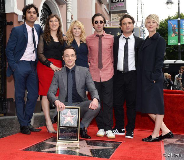 Jim Parsons et tout le casting de Big Bang Theory : l'acteur inaugure son étoile sur le Walk of Fame d'Hollywood Boulevard, le 11 mars 2015