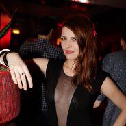 Elodie Frégé topless pour Hipster Magazine : tétons à l'air et shooting sexy