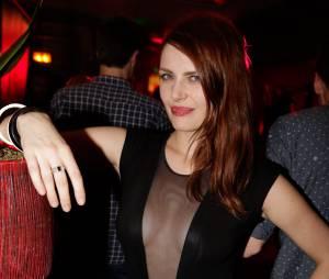 Elodie Frégé pose topless pour Hipster Magazine