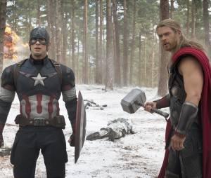 Avengers 2 : Captain America et Thorsur une photo